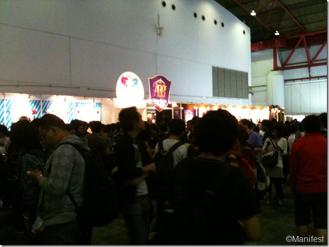 Crowd in front of cafe entrance