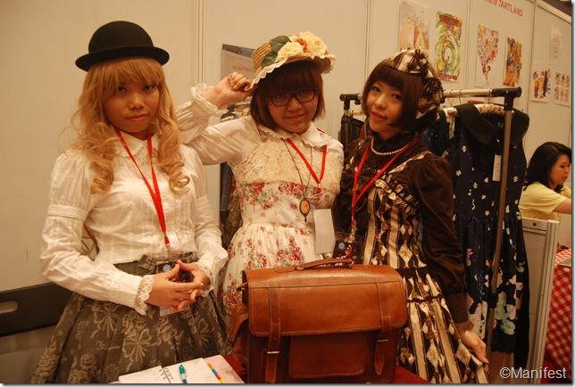 gothic lolita cosplayer 2